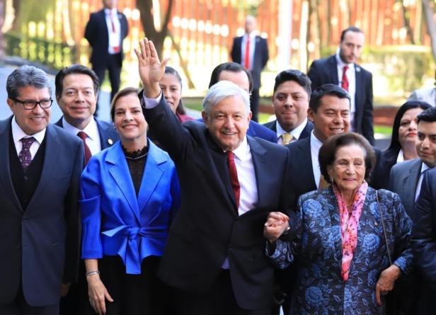 'La honestidad y la fraternidad será la forma de gobierno', anuncia AMLO al rendir protesta