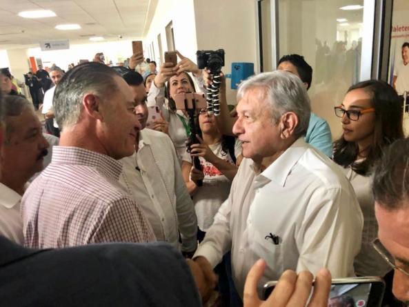 Anuncia AMLO más apoyo para damnificados por Willa en visita relámpago a Sinaloa