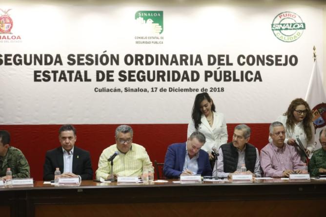 Firma Quirino convenio para Campaña de Donación de Armas de Fuego