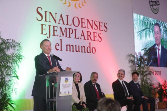 Sinaloa está caminando en la ruta del progreso con sinaloenses ejemplares: Quirino