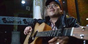 Entrevista a Juan Cirerol  | ¿Te consideras punk?: Ahorita más bien sería como el pelavacas