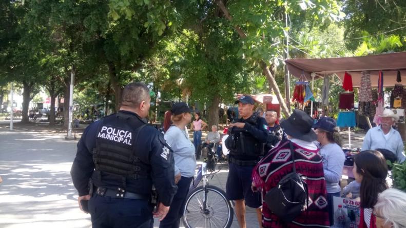 Policía amedrenta a Sabuesos Guerreras durante manifestación en quiosco de Catedral