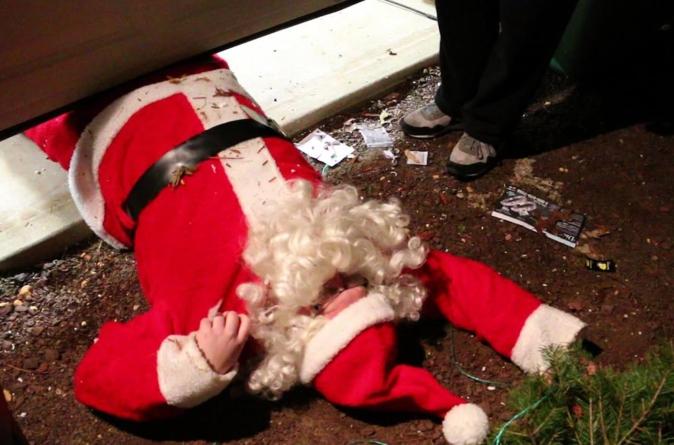 Esto está en chino | Prohíben festejar la Navidad, pero fabrican los arbolitos