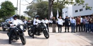 Entrega Estrada Ferreiro tres patrullas y dos motocicletas a la SSPyTM