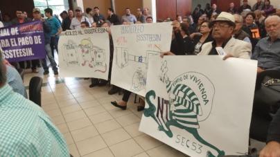 Entre manifestantes, Morena reclama al Issstesin opacidad, dobles pensiones y tráfico de influencias