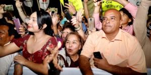 No era concierto   Como estrella de rock reciben culiacanenses a López Obrador
