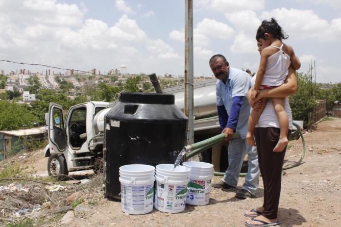 Lleva Japac agua en pipas a 11 comunidades en Culiacán
