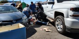 Atentado deja dos heridos frente a la UAdeO; uno de ellos por bala perdida