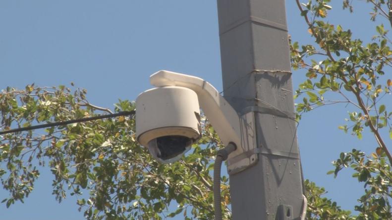 Para evitar destrucción de videocámaras de seguridad, postes ahora serán de concreto