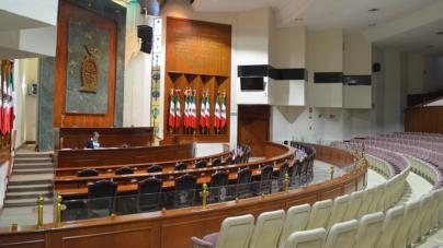 Por salirse sin permiso, descuentan un día de salario a 15 diputados locales