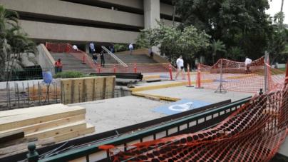 Construyen rampas para discapacitados en Palacio de Gobierno