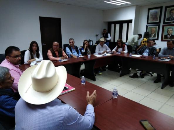 Grupo parlamentario del PRI se reúne con ganaderos para dar forma a nueva ley