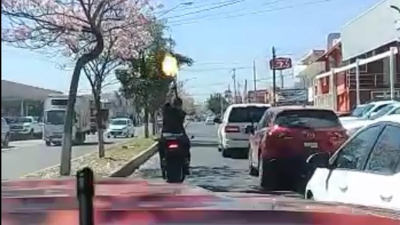 Hombre dispara rafagazos de AK-47 en cortejo fúnebre en Culiacán