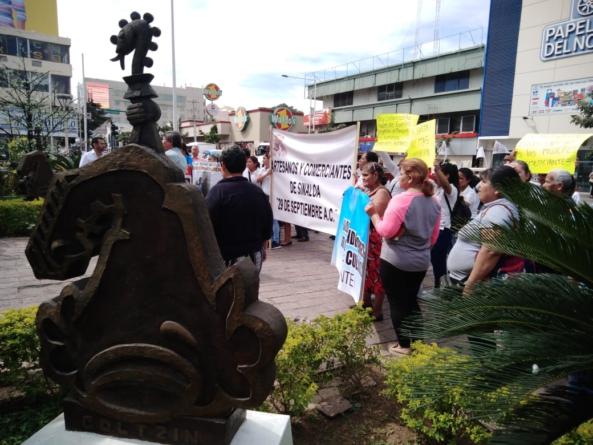 Vendedores ambulantes del Centro Histórico se manifiestan ante desalojos