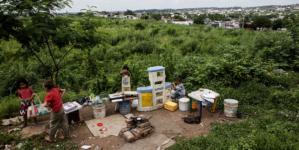 Arrancan apoyos económicos y de vivienda a familias desplazadas por la violencia