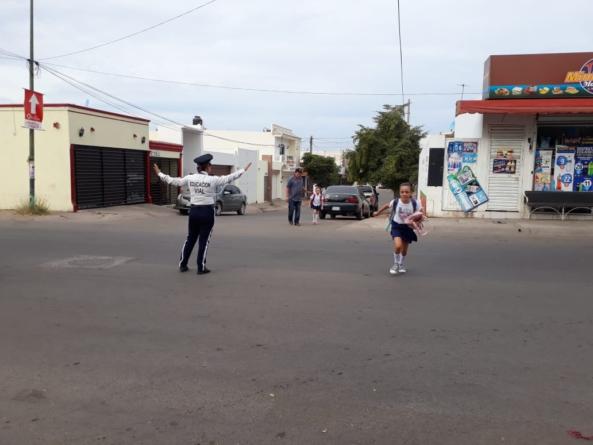 'Papás Alerta' | Van contra doble fila y accidentes en escuelas de Culiacán