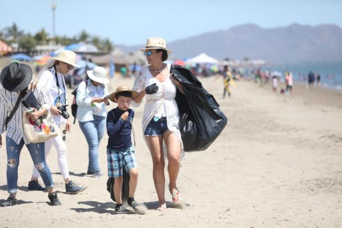 Voluntarios y autoridades recogieron mil 156 toneladas de basura en playas de Sinaloa
