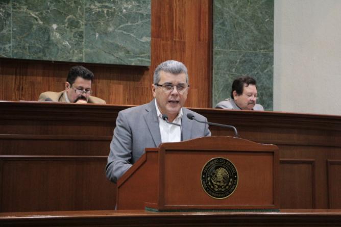 Efecto ESPEJO | Sin ver la cola propia, diputado del PRD acusa pacto PriMor en el Congreso