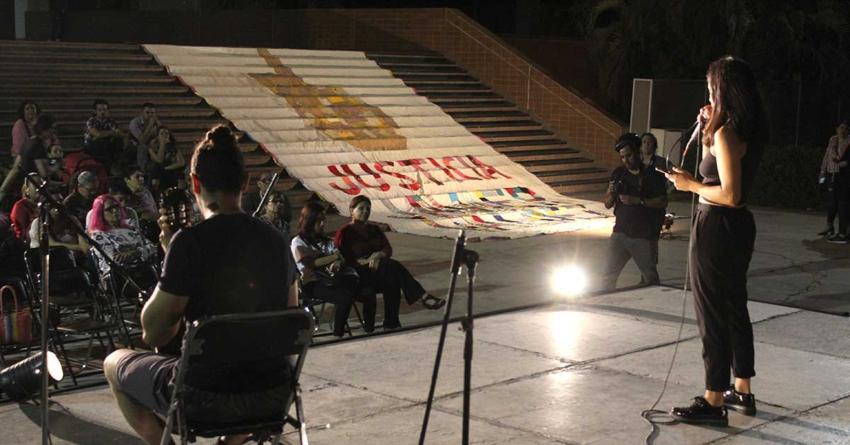 Con música y poesía, llevan a Palacio de Gobierno reclamo de justicia para Javier Valdez
