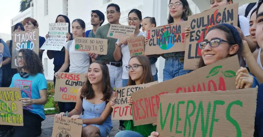 """""""Si el clima está cambiando, ¿por qué nosotros no?"""", reclaman estudiantes en Ayuntamiento de Culiacán"""