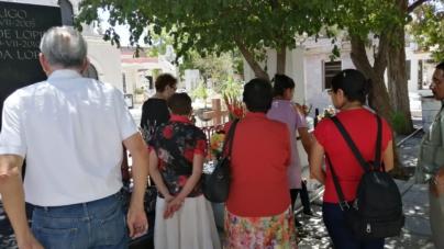 FOTOGALERÍA   Familias Culichis visitan panteones en el día de las madres