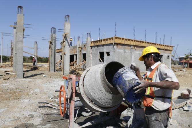 """""""Están anclados a la obra pública"""", les dice Quirino a constructores inconformes"""
