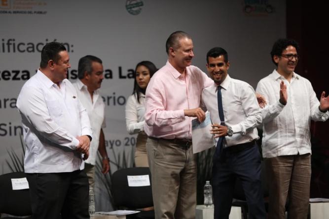 Tras 7 años, conceden rezonificación y aumento de suelto a 806 maestros del sur de Sinaloa