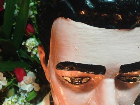 Milagros en línea | Jesús Malverde en la era digital