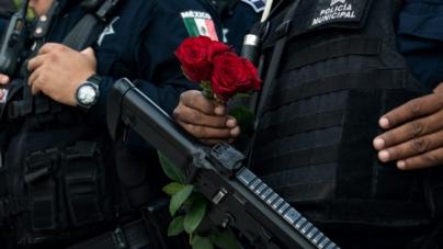 Flores a los que ya no están | SSPTyM realiza ofrenda en honor a policías caídos