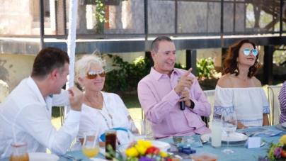 Propone Quirino a Mazatlán como sede de la Convención Anual de la FCCA en 2020