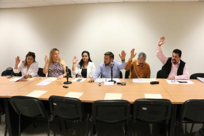 Van diputados por denuncias de nepotismo en los 18 ayuntamientos