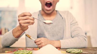 Abusar de sustitutos de azúcar puede ocasionar desde alergias hasta cáncer: especialista