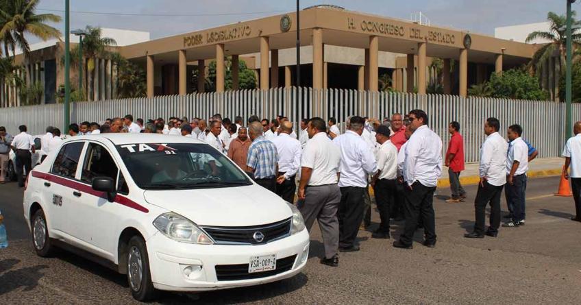 'Derecho de antigüedad' | Taxistas exigen la regulación de aplicaciones de transporte ante el Congreso del Estado