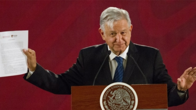 Certifica López Obrador ante notario compromiso de no reelección en el 2024