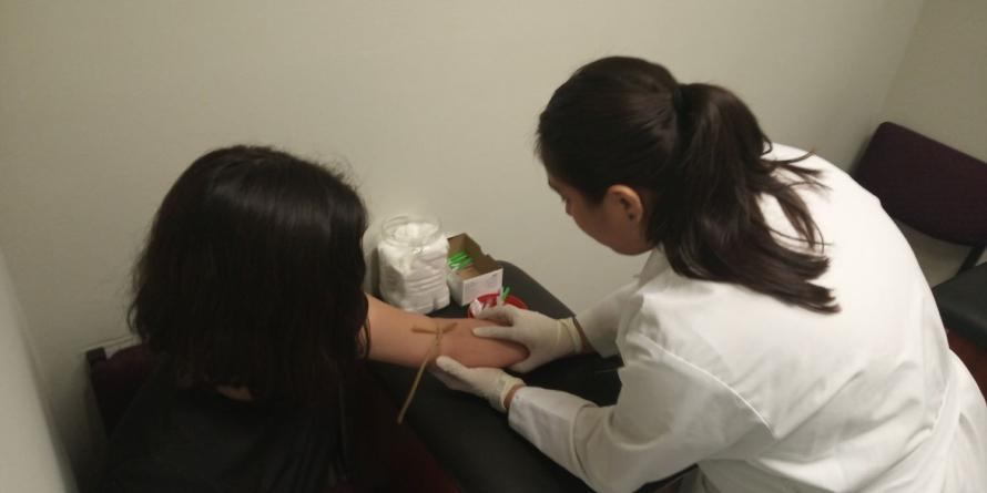 Aun sin resultados de admisión, la UAS invita a estudiantes a realizarse exámenes clínicos