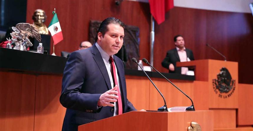 Senador Mario Zamora propone que sea legal 'tomarse unas chelas' en horas de oficina