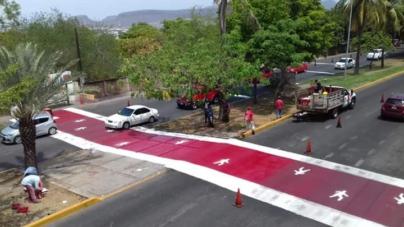 Instala Ayuntamiento paso peatonal frente a ISSSTE y junto a puente peatonal