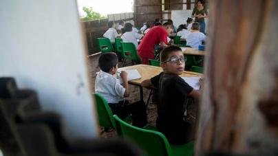 Efecto ESPEJO | Aulas de cartón, rastros del Sinaloa reprobado