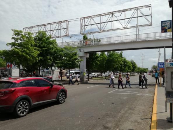 Remueven puente 'antipeatonal' frente al Seguro Social Humaya