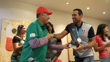 Entrega Quirino estímulos a medallistas panamericanos sinaloenses
