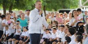 Vuelve la promesa | Como Millán, Aguilar y Malova, promete Quirino eliminar aulas de cartón