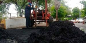 Desazolva Japac colectores de drenaje; buscan evitar desbordamiento de aguas negras