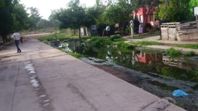 Coepriss atiende contaminación por aguas negras en Colonia las Flores de Los Mochis