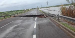 Se abre socavón en la autopista Mazatlán Culiacán