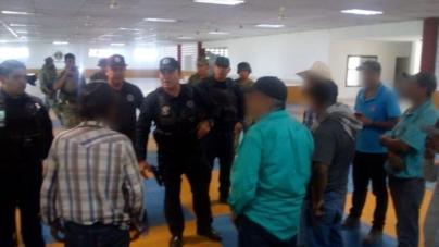 SEDENA y SSPE trasladan a desplazados de Durango al municipio de Rosario