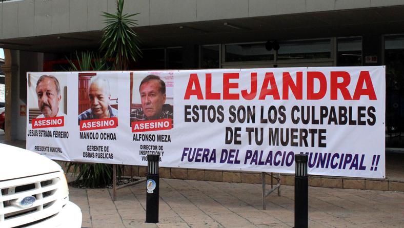 Justicia para Alejandra | Con pancarta acusan a Estrada Ferreiro por la muerte de la joven