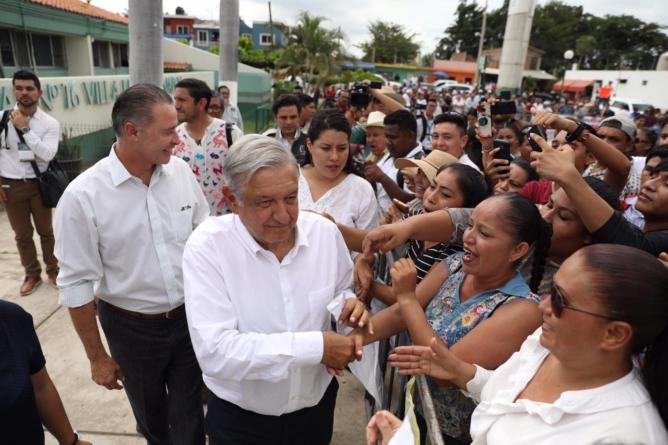 En Villa Unión, AMLO anuncia basificación para todos los trabajadores de Salud