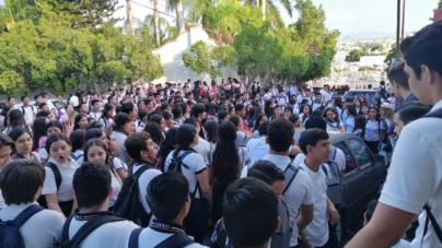 No reelección | Estudiantes de prepa Allende alzan la voz ante reelección de directora