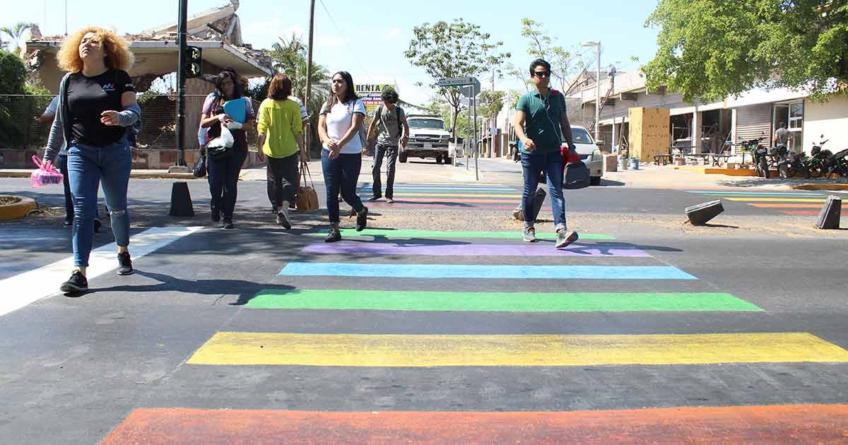 Arcoíris desteñidos | ¿Es correcto intervenir cruces peatonales con colores?
