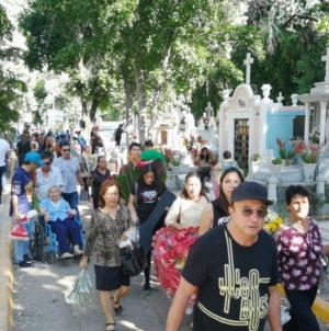 Día de Muertos | La cosa es cantar y reír, llorar y rezar